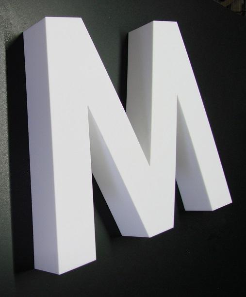 http://www.reklamtablamester.hu/sites/default/files/opal_dobozolt_plexi_betu_1.jpg